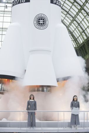 Chanel AW17 spaceship